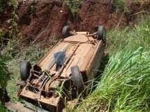 Veículo acidentado na MS-178 (Foto: Divulgação/PM)