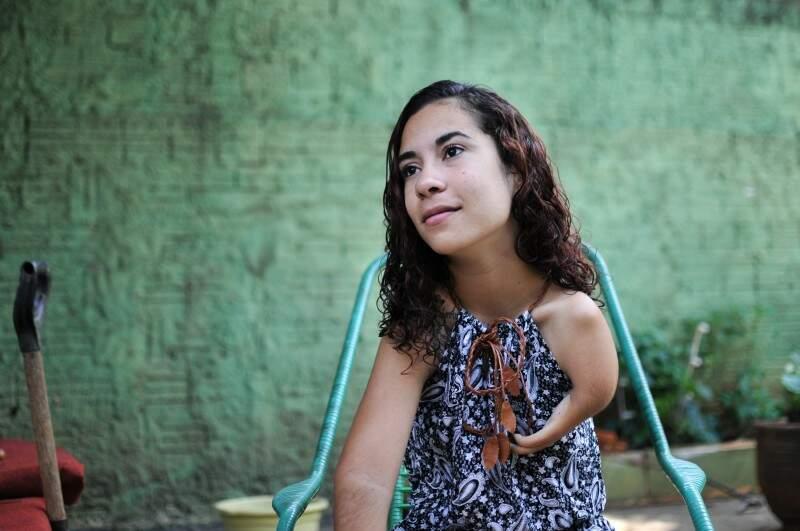 A estudante nasceu com a mesma deficiência do pai e da mãe. (Foto: Alcides Neto)