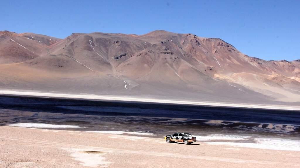 """""""A vida se impõe no Atacama, no gelo, na areia, no céu, no sal, apesar de tanta aspereza"""", escreve a jornalista Kátia Arima, de Viagem"""