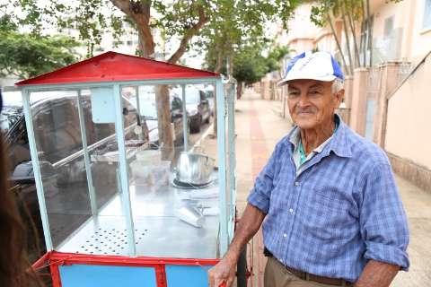 Baiano ganha vaquinha na internet para não desistir de vender pipoca na cidade