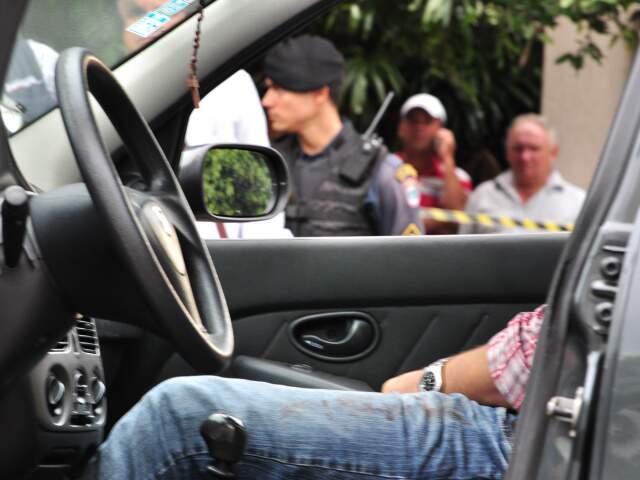 Andrey Galileu foi executado dentro do carro. (Marlon Ganassin)