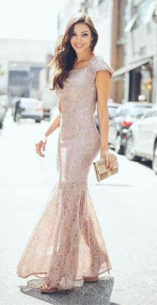 Vestido rose, uma das cores hits do ano, teve valor reduzido de R$ 630,00 para R$ 378,00.