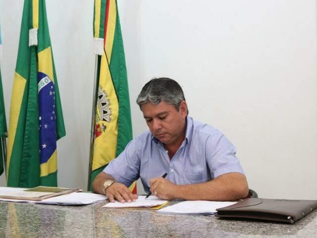 Reinaldo Piti desistiu de parcelar salário deixado pelo antecessor (Foto: Divulgação)