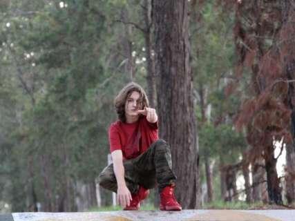 Aos 17, Ayach é rapper multi-instrumentista e compositor de mais de 500 músicas