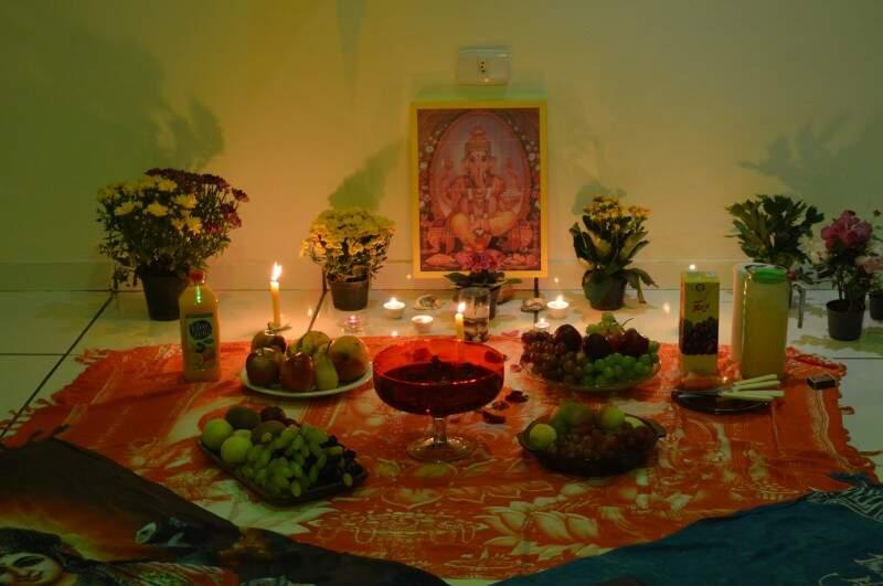Altar montado para Ganesha, o Deus da prosperidade  (Foto: Naiane Mesquita)