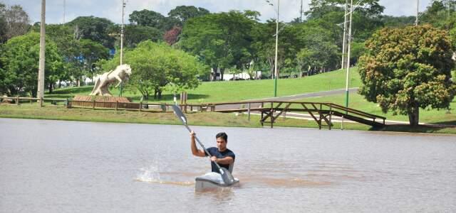 Rodrigo conheceu a canoagem após sofrer um acidente automobilístico entre Bela Vista e Jardim, em 2009. (Foto: João Garrigó)