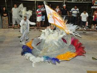 Mestre-sala e porta bandeira da Cinderela Tradição.
