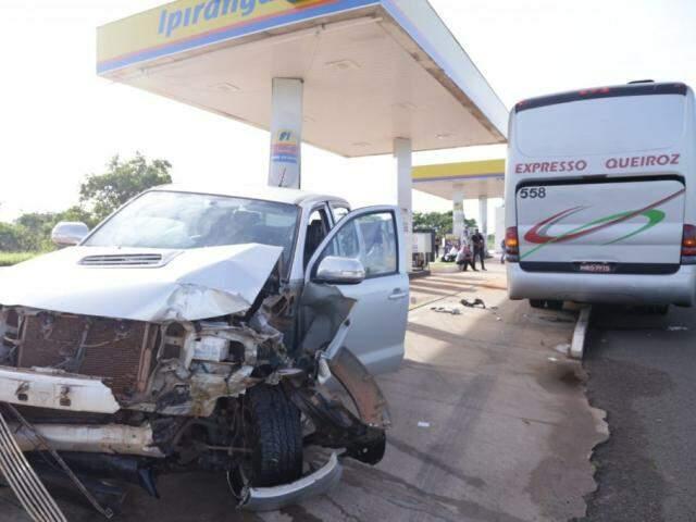 Os dois airbags da camionete estouraram e os passageiros não precisaram de atendimento. (Foto: Kisie Ainoã)