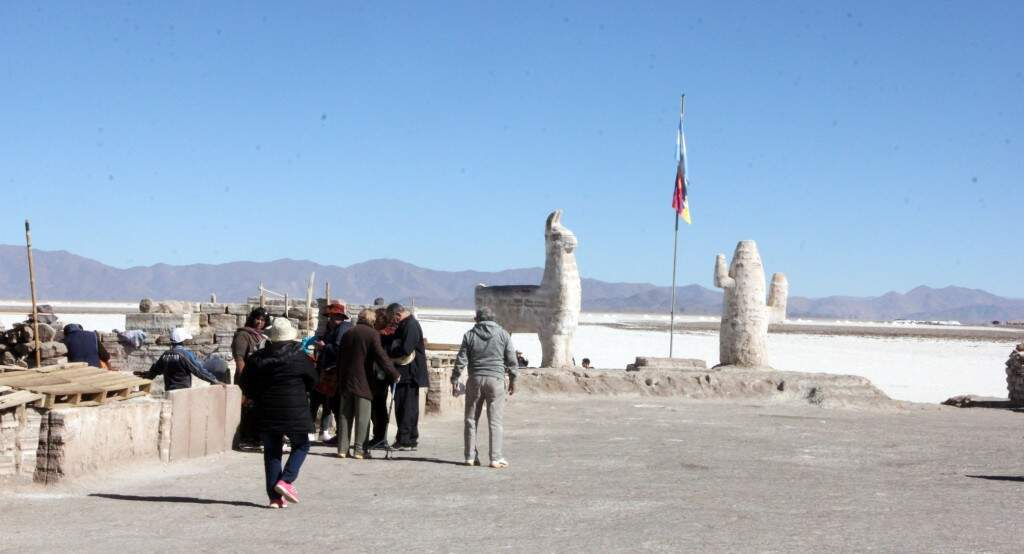 Salares da Argentina visitados por turistas. Os mais atrativos ficam localizados no Atacama, que competem com o Salar de Uyuni, na Bolívia