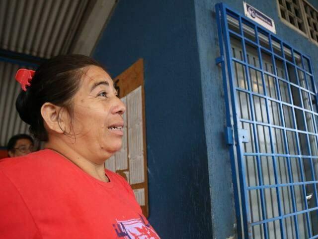 Vitória Ruiz tentou usar o banheiro no Terminal Hércules Maymone, mas estava interditado. (Foto: Marcos Ermínio)