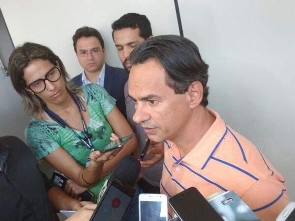 Marquinhos (centro) teve reunião com Bernal hoje. (Foto: Alberto Dias)