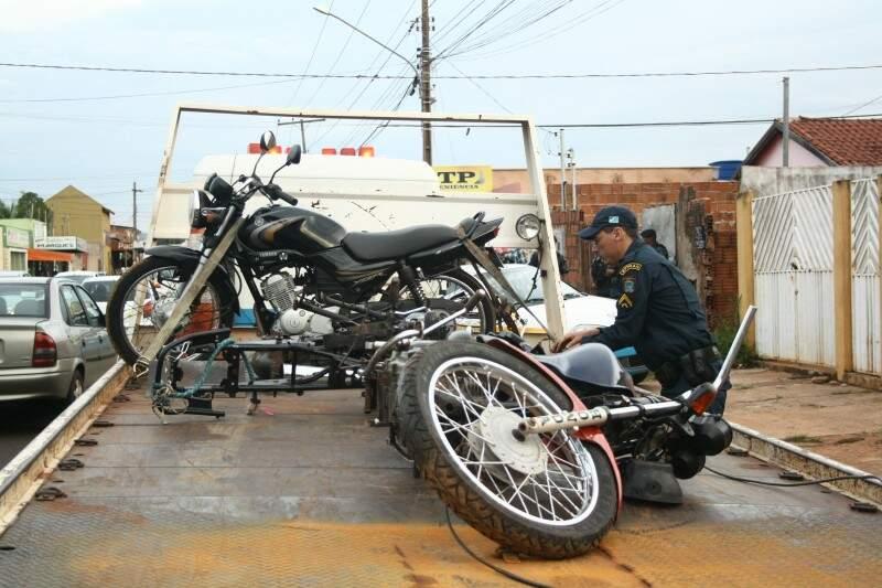 As motos tinhas registro de roubo e furto (Foto: Marcos Ermínio)
