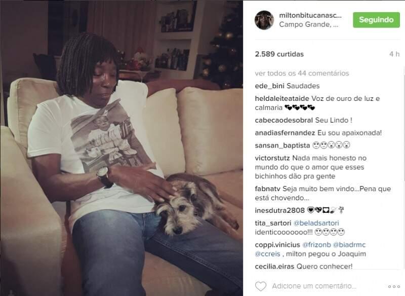 A publicação feita em seu perfil no Instagram,  mostra que o cantor já está em Campo Grande. (Foto: reprodução Instagram)