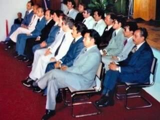 Empossados em janeiro de 1979, os 18 deputados constituintes elaboraram a primeira Constituição de Mato Grosso do Sul (Foto: Reprodução/ ALMS)