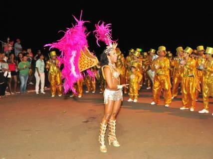 Desfile em Campo Grande tem musas locais e belezas vindas da Alemanha
