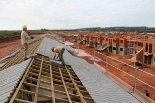Obras de residencial com 800 apartamentos, construído em Naviraí, com investimento de R$ 46 milhões (Foto: Divulgação)