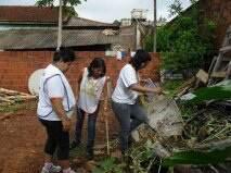 Mutirão contra a dengue na Vila Hilda, 800 casas foram vistoriadas em dois bairros. (Foto: Divulgação)