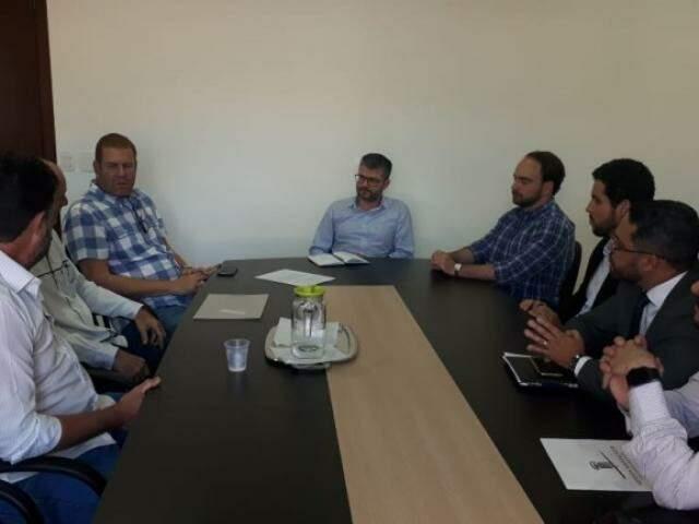 Prodes foi pautado em reunião entre o secretário Herbert Assunção com empresários e o vereador João César Matogrosso (Foto: Divulgação/ PMCG)