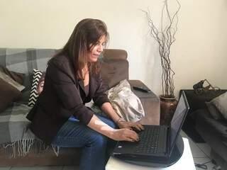Hoje ela escreveu um livro e deseja compartilhar sua história com todos.