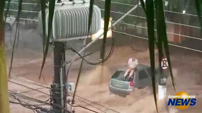 Enchente no Itanhangá foi a pior em 15 anos, diz comerciante