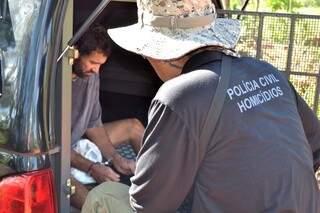 Nando participou mais uma vez das escavações no local (Foto: divulgação/Polícia Civil