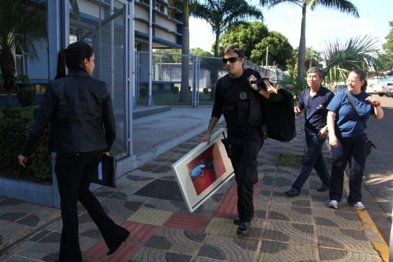 Policiais durante operação contra corrupção na manhã de hoje na Capital (Foto: Marcos Ermínio)