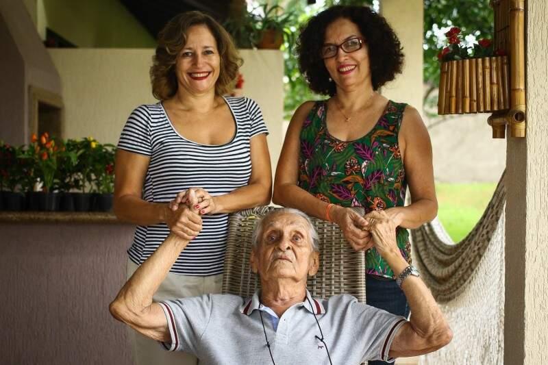 As maiores alegrias de seu Paulo: as filhas Marta e Maria Eva. (Foto: André Bittar)