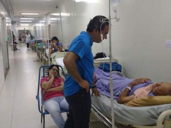 Neste domingo, prefeito percorreu corredores de hospitais e conversou com pacientes; no HU, descobriu que não havia ortopedista de plantão (Foto: Richelieu de Carlo/Arquivo)