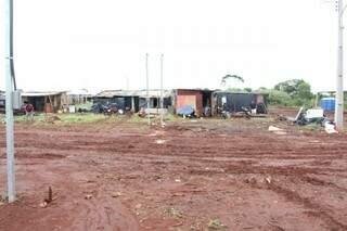 Área próxima a Vila Nasser para onde moradores da Cidade de Deus foram transferidos. (Foto: Alan Nantes))