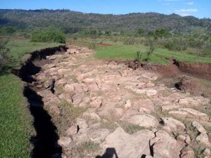 Nascente do Salobra seca e ameaça turismo na Serra da Bodoquena