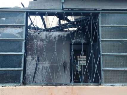 Continua no CTI idosa que sofreu queimaduras em incêndio com morte