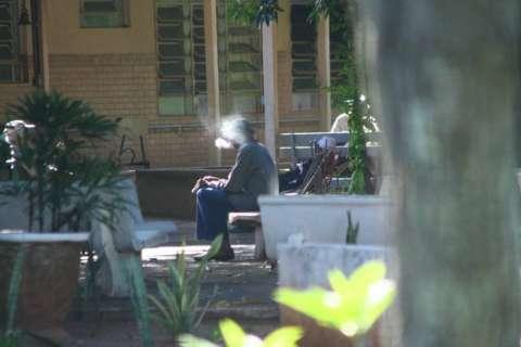 Bituca de cigarro causou incêndio que fez quatro vítimas em asilo