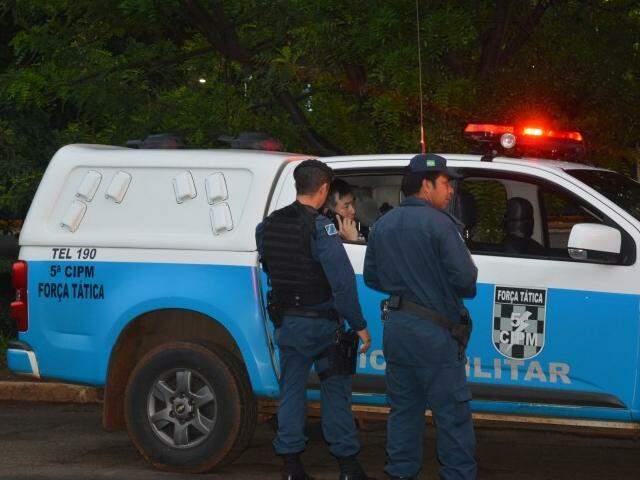 Ricardo Hyun Su Moon dentro de viatura policial no dia da morte do empresário (Foto: Simão Nogueira / Arquivo)