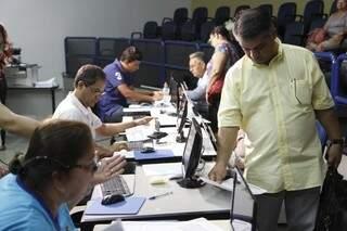 Mutirão de negociação de impostos atrasados começou hoje (Foto: Cléber Gellio)