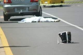 Mulher morreu atropelada ao atravessar rua. (Foto: Marcos Ermínio)