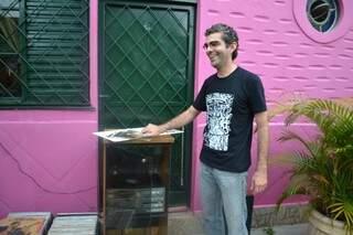 Marcos tem em casa 1.500 discos.