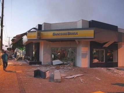 Explosão deixa moradores sem banco; mais próximo fica a 50 km