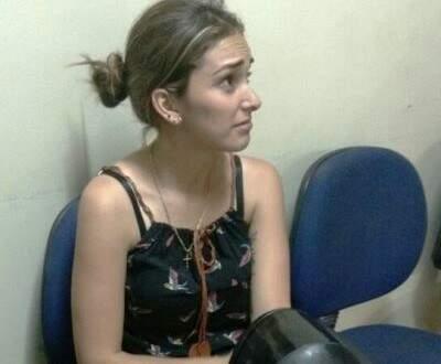 Crislaine Lopes distraía as vítimas para namorado abordá-las antes dos roubos (Foto: Porã News)