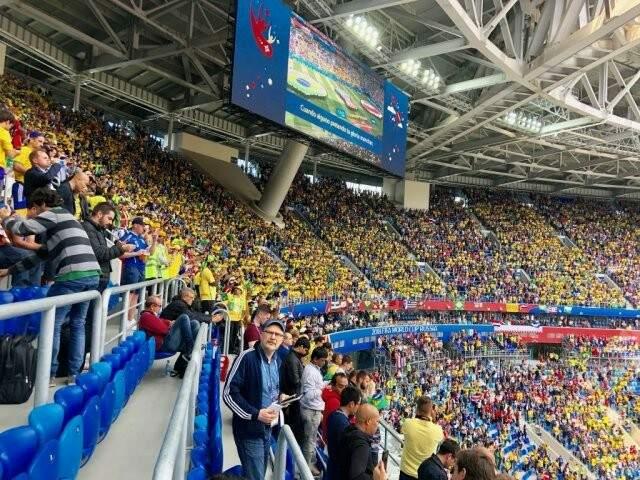 Em grande número num setor do estádio, a torcida brasileira deu show no jogo contra a Costa Rica em São Petersburgo (Foto: Paulo Nonato de Souza)