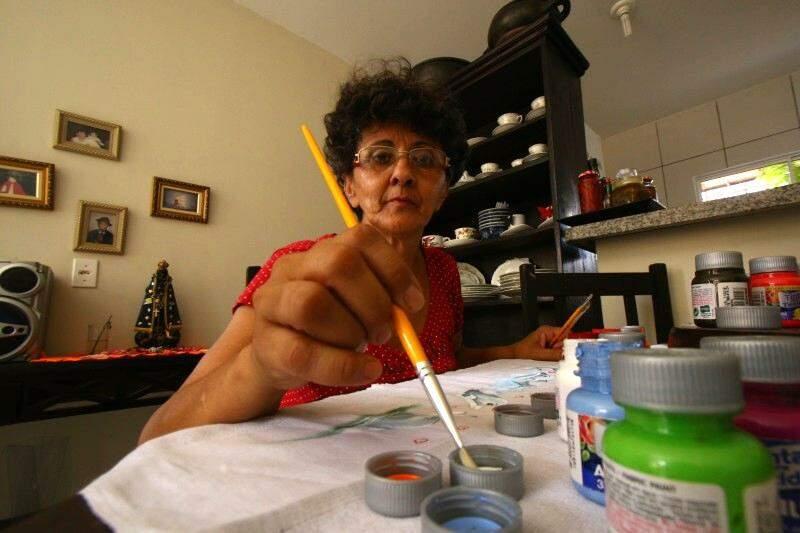 Hoje, Aparecida é uma mulher realizada com o talento herdado da mãe. (Foto: André Bittar)