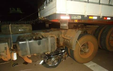 Mulher de motociclista atropelado nesta madrugada morre ao receber a notícia