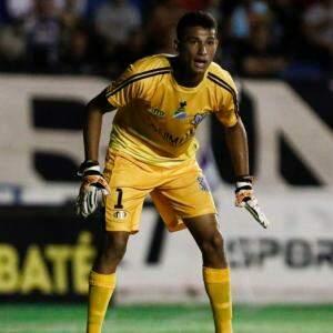Lucas, goleiro do Operário, levou quatro gols, mas se destacou por fazer algumas boas intervenções (Foto: Divulgação/OFC/Miguel Schincariol)