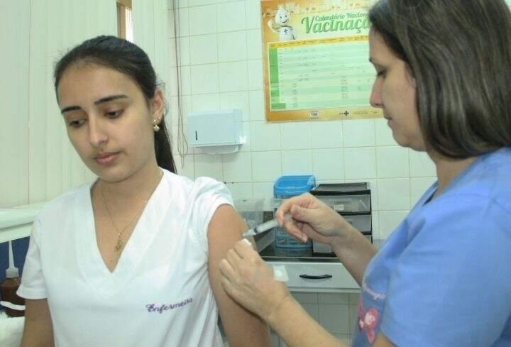 Apesar dos números de gripe se manterem estáveis, imunização ainda é essencial. (Foto:Divulgação)