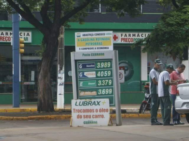 Litro da gasolina em Dourados é vendido a R$ 3,98. (Foto: Helio de Freitas)