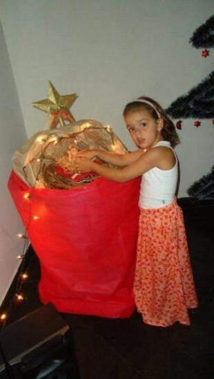 Netinha Laiane na manjedoura que representa o menino Jesus logo no nascimento. (Fotos: Arquivo Pessoal)