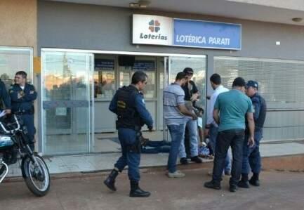 Movimentação na lotérica no dia em que o sargento atirou em dois assaltantes (Foto: arquivo)
