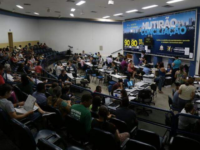 Prefeitura conta com dinheiro do IPTU para quitar salários e 13º atrasados. (Foto: Fernando Antunes)