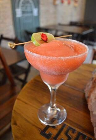 Daiquiri de morango a base de rum.