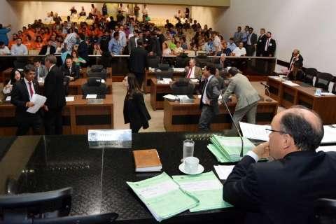 Deputados aprovam orçamento em 1° votação, com 427 emendas