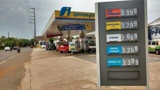 Abastecer em Campo Grande ficou 2,04% mais caro em outubro. (Foto: Pedro Peralta)